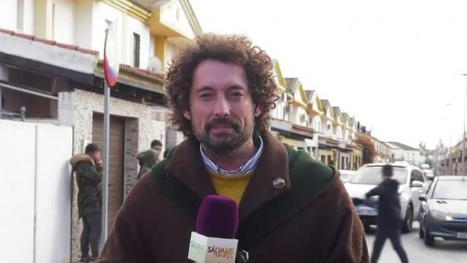 José Antonio León, en el momento en el que le lanzaron huevos en San Juan del Puerto mientras trabajaba par 'Sálvame'.