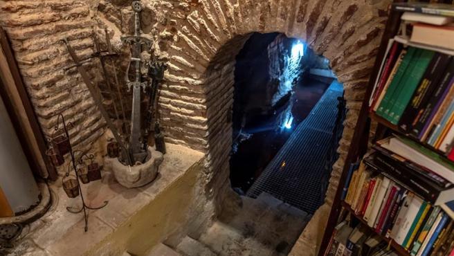 Uno de los pozos milenarios afectados por filtraciones de gasoil registradas en un acuífero del casco histórico de Toledo.