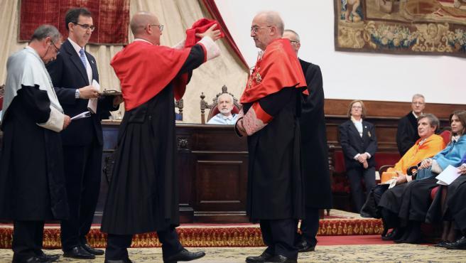 Santiago Muñoz durante su investidura como doctor honoris causa por la Universidad de Salamanca.