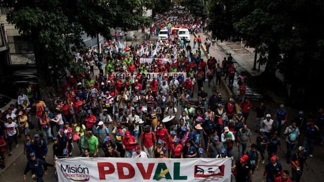Simpatizantes del gobierno de Nicolás Maduro participan en una manifestación en Venezuela.