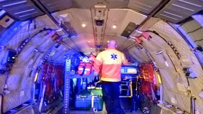 Traslado de una paciente de 43 años que requería oxigenación extracorpórea, en un avión del Ejército del Aire.