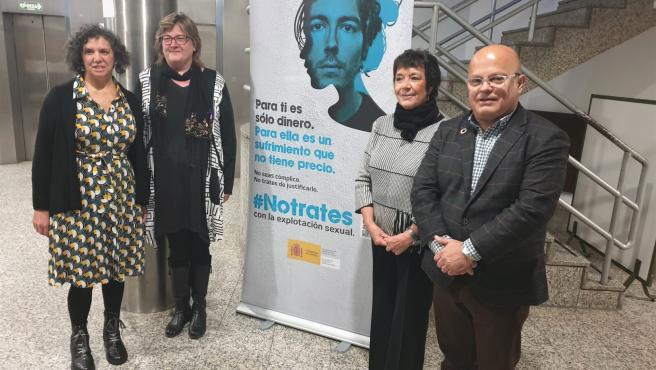 Ana Gaitero, Mercedes Martín y Faustino Sánchez y participantes de la Jornada en la inauguración de la misma.