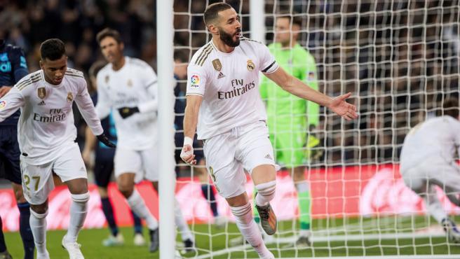 Benzema celebra un gol contra la Real Sociedad