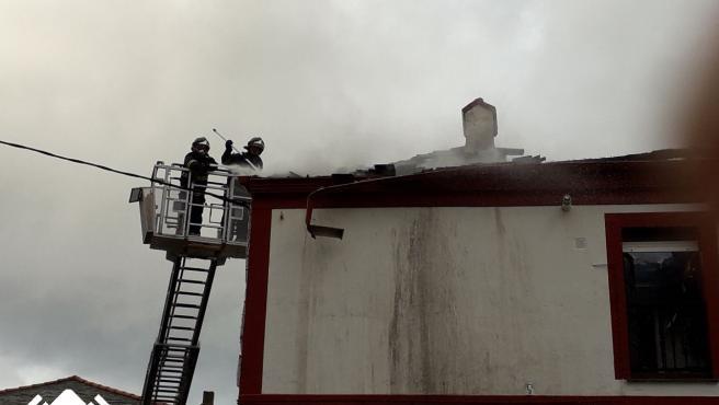 Incendio en Puerto de Vega (Navia).