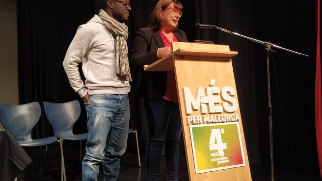 La coordinadora general de MÉS per Mallorca, Bel Busquets, y el co-coordinador de la formación, Guillem Balboa, en la segunda sesión de la IV Asamble del partido.