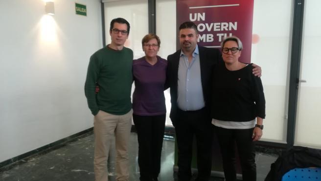 La diputada de Unidas Podemos en el Congreso, Antònia Jover, y la regidora de Justícia Social, Feminismo y LGTBI del Ayuntamiento de Palma, Sonia Vivas, junto al exteniente Luis Segura y Bruno da Silva.