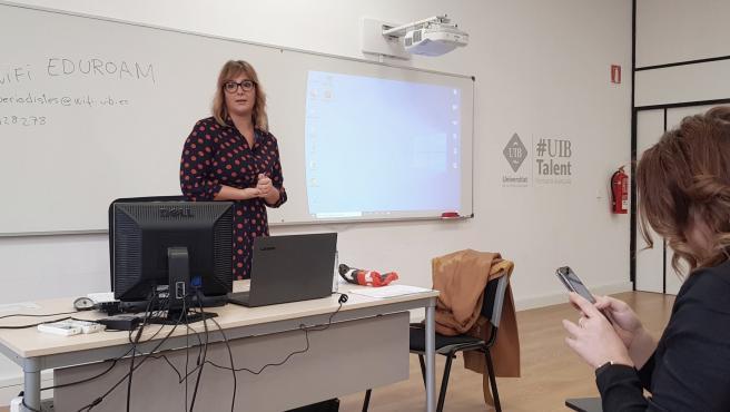La secretaria general del Sindicato de Periodistas de Baleares (SPIB) en la asamblea ordinaria celebrada este sábado.