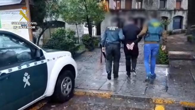 Operación Brinca de la Guardia Civil contra dos jóvenes acusados de abusos sexuales a menores.