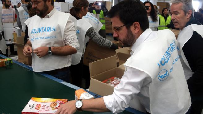 El vicepresidente de la Generalitat, Pere Aragonès, durante su participación en el Gran Recapte del Banc dels Aliments.