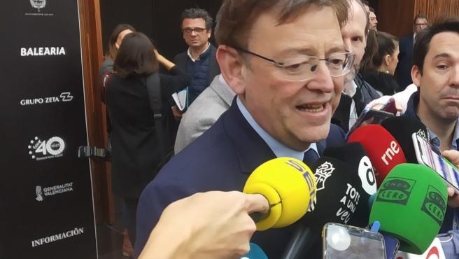 Ximo Puig atiende a los medios este martes.