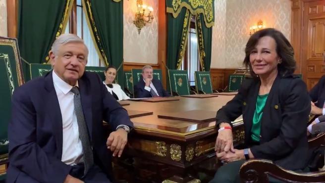 El presidente de México, Andrés Manuel López Obrador, y la presidenta de Banco Santander, Ana Botín.