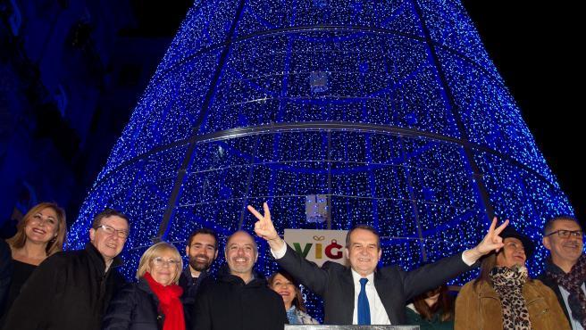 Como ya es costumbre en Galicia, el alcalde de Vigo, Abel Caballero, da comienzo a la festividad navideña con el encendido de luces en la Puerta del Sol de Vigo.