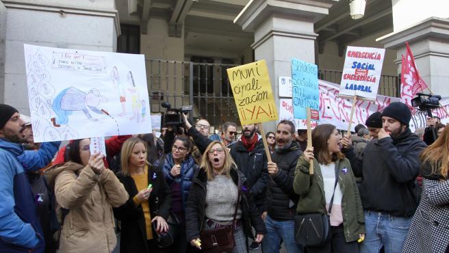 Los trabajadores del Samur Social se manifestaron ayer por las calles de Madrid durante la huelga.