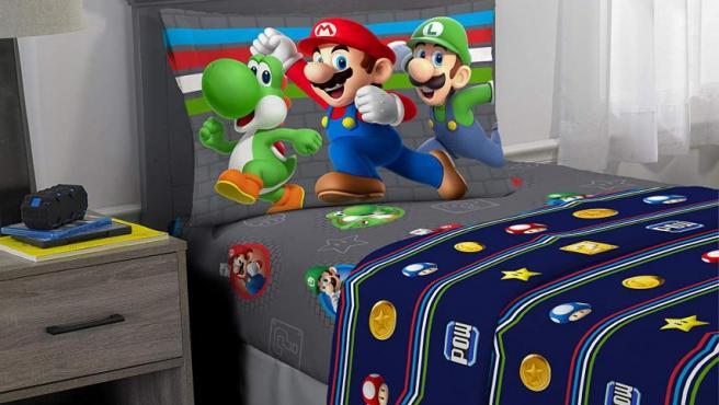 En la tienda de Nintendo en Amazon puedes comprar sábanas de Super Mario.