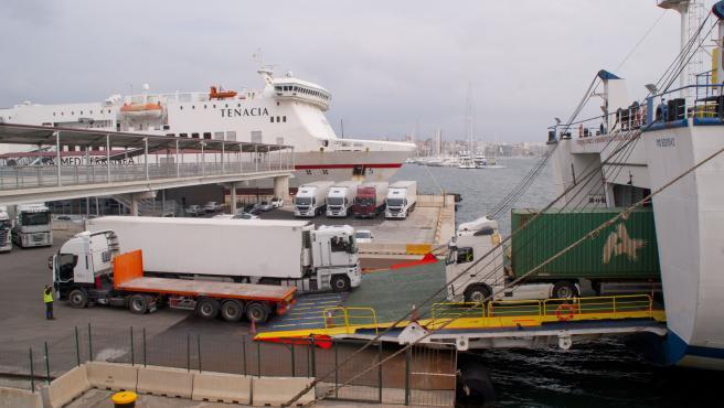 Transporte de mercancías en el puerto de Palma.