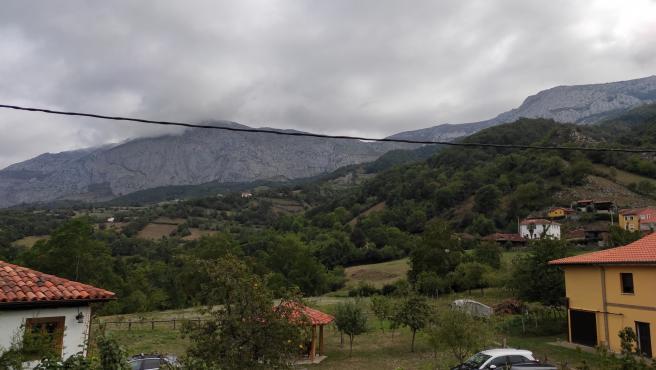 Vistas desde la habitación de un alojamiento de turismo rural en Teverga.