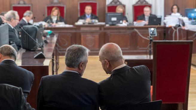 Griñán (i) y Chaves, durante el juicio de la pieza política de los ERE.