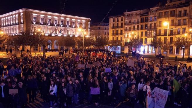 Manifestación en Pamplona con motivo del Día Internacional de la Eliminación de la Violencia contra la Mujer.