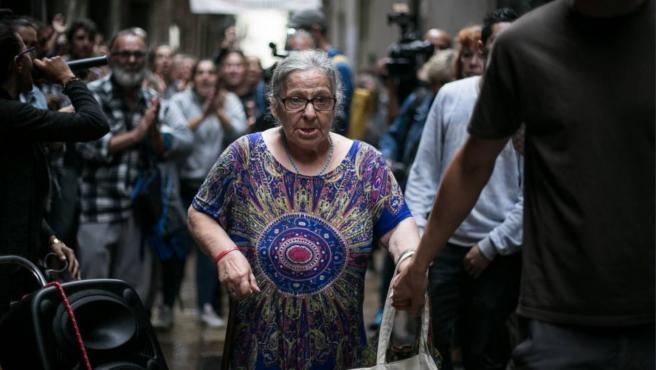 Manuela, mujer mayor desahuciada en el barrio Gótico de Barcelona.