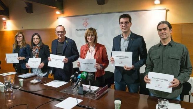 Miquel Pueyo, tercero por la izquierda, con concejales del Ayuntamiento de Lleida