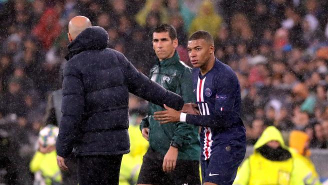 Zidane saluda a Mbappé en el Real Madrid - PSG de Champions.