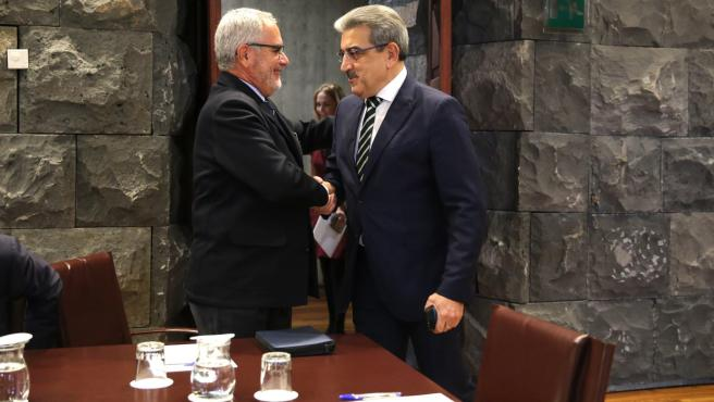 El presidente de Fepeco, Óscar Izquierdo, y el vicepresidente del Gobierno de Canarias, Román Rodríguez