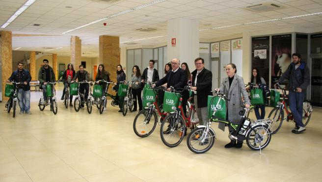 Entrega de 25 bicicletas dentro del programa de movilidad sostenible 'Gack the city'