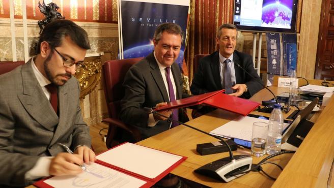 Firma de los alcaldes de la Red de Ciudades Ariane de la Carta de Sevilla