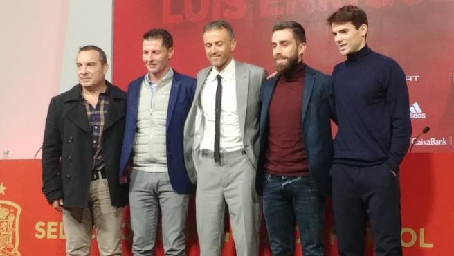 Luis Enrique posa junto a su staff después de ser presentado de nuevo como seleccionador