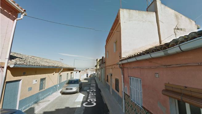 La calle Sant Joan Bautista, donde se encuentra la vivienda del sospechoso.