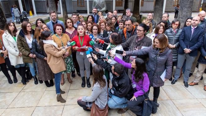 PSOE-A y Adelante Andalucía leen un manifiesto contra la violencia machista.