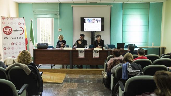 Responsables de UGT intervienen en el seminario.