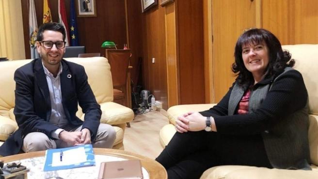Reunión entre el alcalde de Arnedo, Javier García, y la concejal del PR+, Rita Beltrán