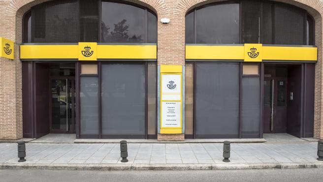 Además de a particulares y empresas, las oficinas de Correos dan servicios financieros y de la Administración Pública.