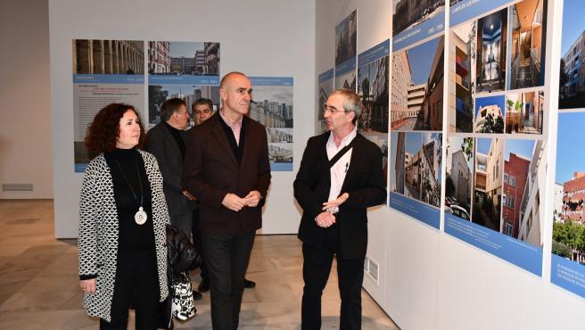 Apertura de la exposición sobre la vivienda social en Sevilla en el Espacio Santa Clara