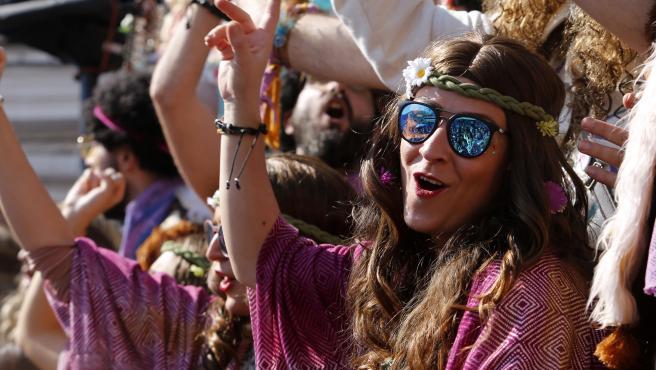 CADIZ 03/03/2019. FOTO EDUARDO RUIZ. Carrusel de coros del Carnaval de Cádiz. Las agrupaciones salen a la calle a cantar al numeroso público asistente.