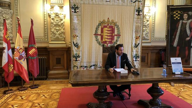 El alcalde de Valladolid, Óscar Puente, comparece ante los medios para informar de sus viajes a México y Helsinki.