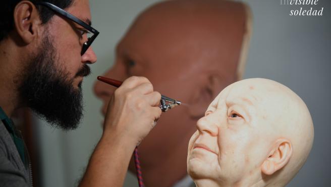 Imagen creación de la escultutura 'La última persona fallecida en soledad'
