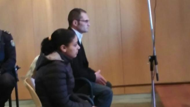 La madre del niño asesinado y hallado en una maleta en 2014, junto a su pareja en el momento de los hechos, en el banquillo de los acusados.