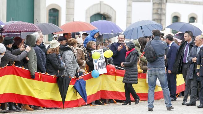 La ministra de Defensa en funciones, Margarita Robles, saludo a los familaires de los tripulantes, el Arsenal Militar de Ferrol, de la fragata 'Méndez Núñez' tras más de siete meses de circunnavegación, en Galicia (España), a 28 de noviembre de 2019.