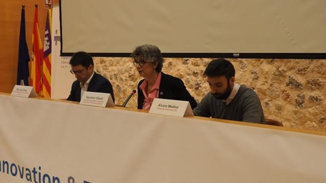 La secretaria autonómica de Universidad, Investigación y Política Lingüística, Agustina Vilaret, durante la inauguración del seminario INTO.