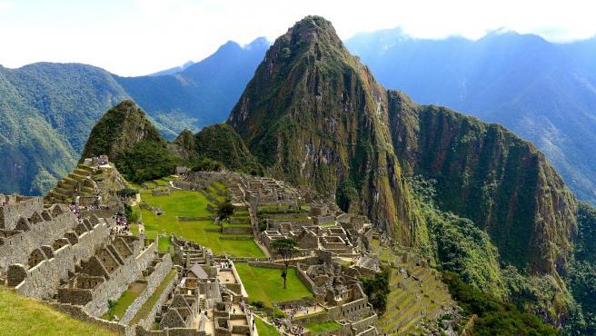 Este antiguo sitio inca está sufriendo mucha degradación por el elevado número de turistas recibidos, lo que ha hecho que se impongan restricciones. Los visitantes deben ir con guía oficial y está todo mucho más regulado.
