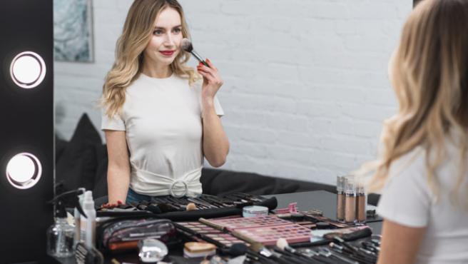 Un neceser bien abastecido de productos es sinónimo de maquillajes de calidad.