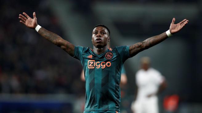 El atacante del Ajax Quincy Promes, durante un partido.
