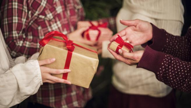 El juego del amigo invisible es uno de los favoritos en Navidad.
