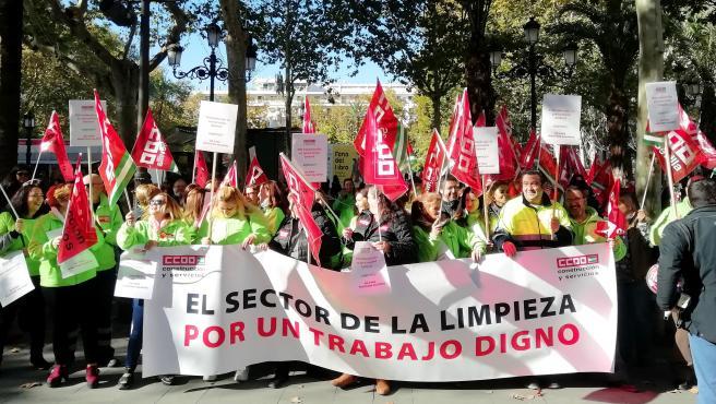 Sevilla.- El '80%' de la plantilla de Expertus segunda la primera jornada de huelga indefinida por los impagos