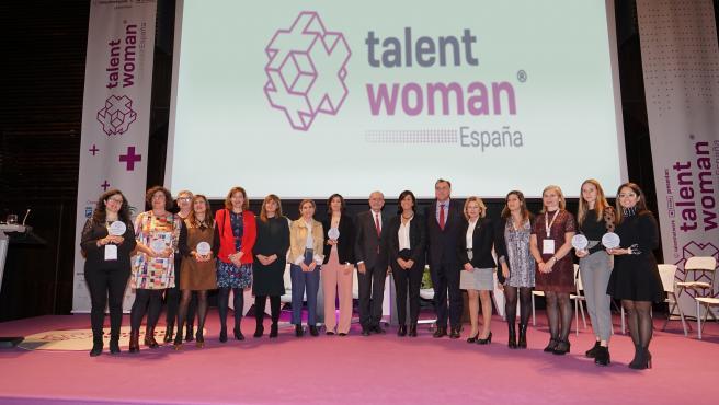 Foto de familia de la entrega de premios Margarita Salas y clausura de Talent Woman