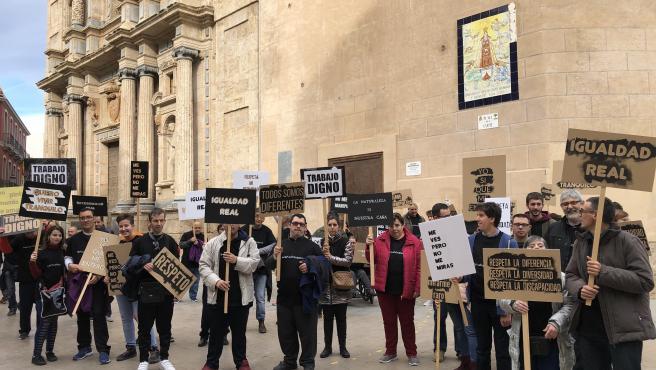 La acción 'No soy un bicho raro', promovida por la Asociación In -Arte en colaboración con el Consorci de Museus y el artista Ernesto Casero,