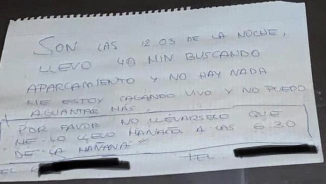 Nota de José María para pedirle a la grúa que no se llevara su coche.