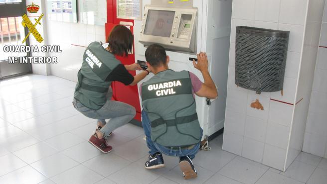 Valencia.- Sucesos.- Investigan a dos jóvenes por 20 robos en máquinas de Metrovalencia de L'Horta Nord